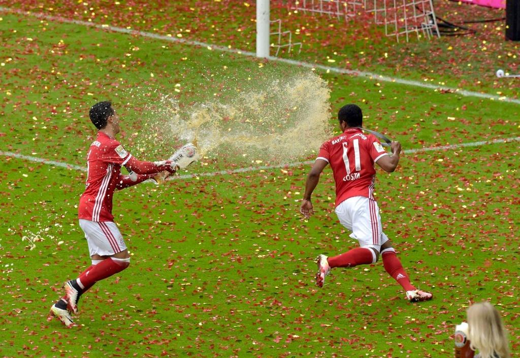 Bayern duoi bat va tam bia trong ngay nhan dia bac hinh anh 3