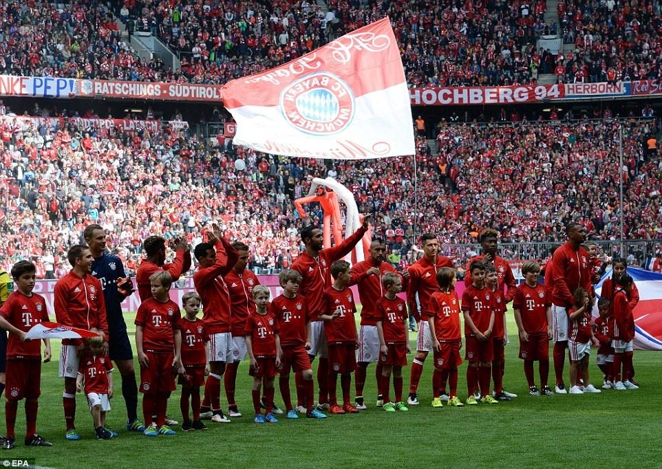 Bayern duoi bat va tam bia trong ngay nhan dia bac hinh anh 18