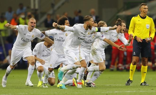 Ronaldo lai khoe co bap, Ramos cat luoi mung vo dich hinh anh 3