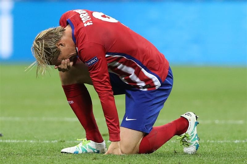 Torres va mot nua thanh Madrid chim trong nuoc mat hinh anh 3