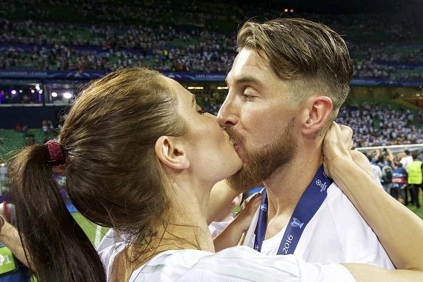 Ronaldo lai khoe co bap, Ramos cat luoi mung vo dich hinh anh 9