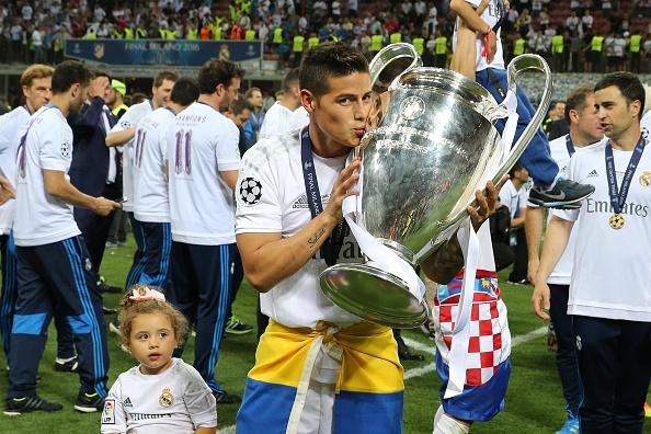 Ronaldo lai khoe co bap, Ramos cat luoi mung vo dich hinh anh 17