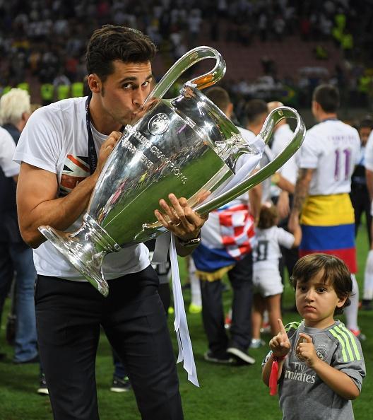Ronaldo lai khoe co bap, Ramos cat luoi mung vo dich hinh anh 19