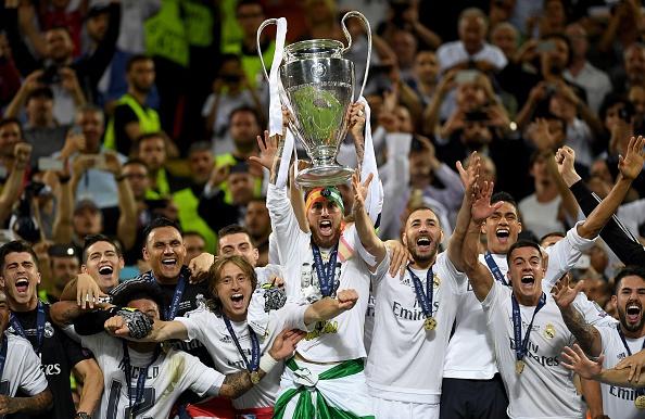 Ronaldo lai khoe co bap, Ramos cat luoi mung vo dich hinh anh 20
