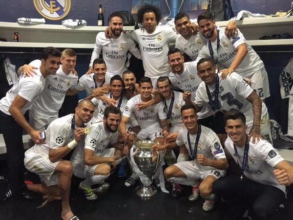 Ronaldo lai khoe co bap, Ramos cat luoi mung vo dich hinh anh 28