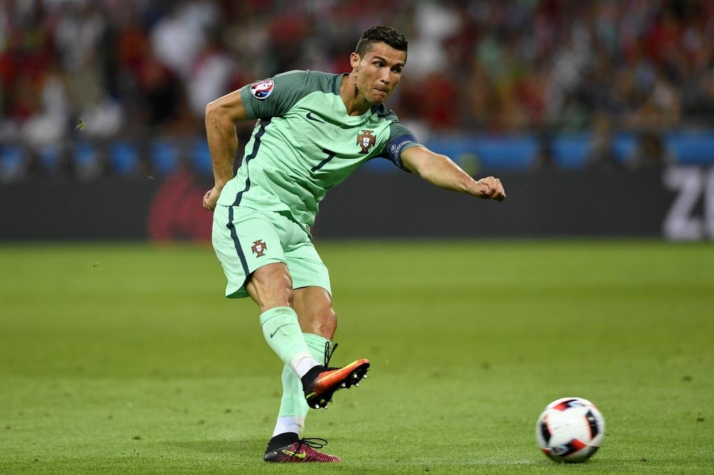 Ronaldo - Chuyen gia pha ky luc tai Euro 2016 hinh anh 6