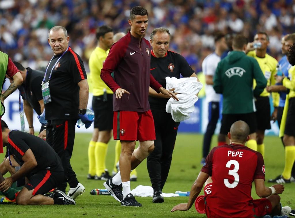 Ronaldo hon dau Nani, ho het chi dao va tiep lua dong doi hinh anh 3