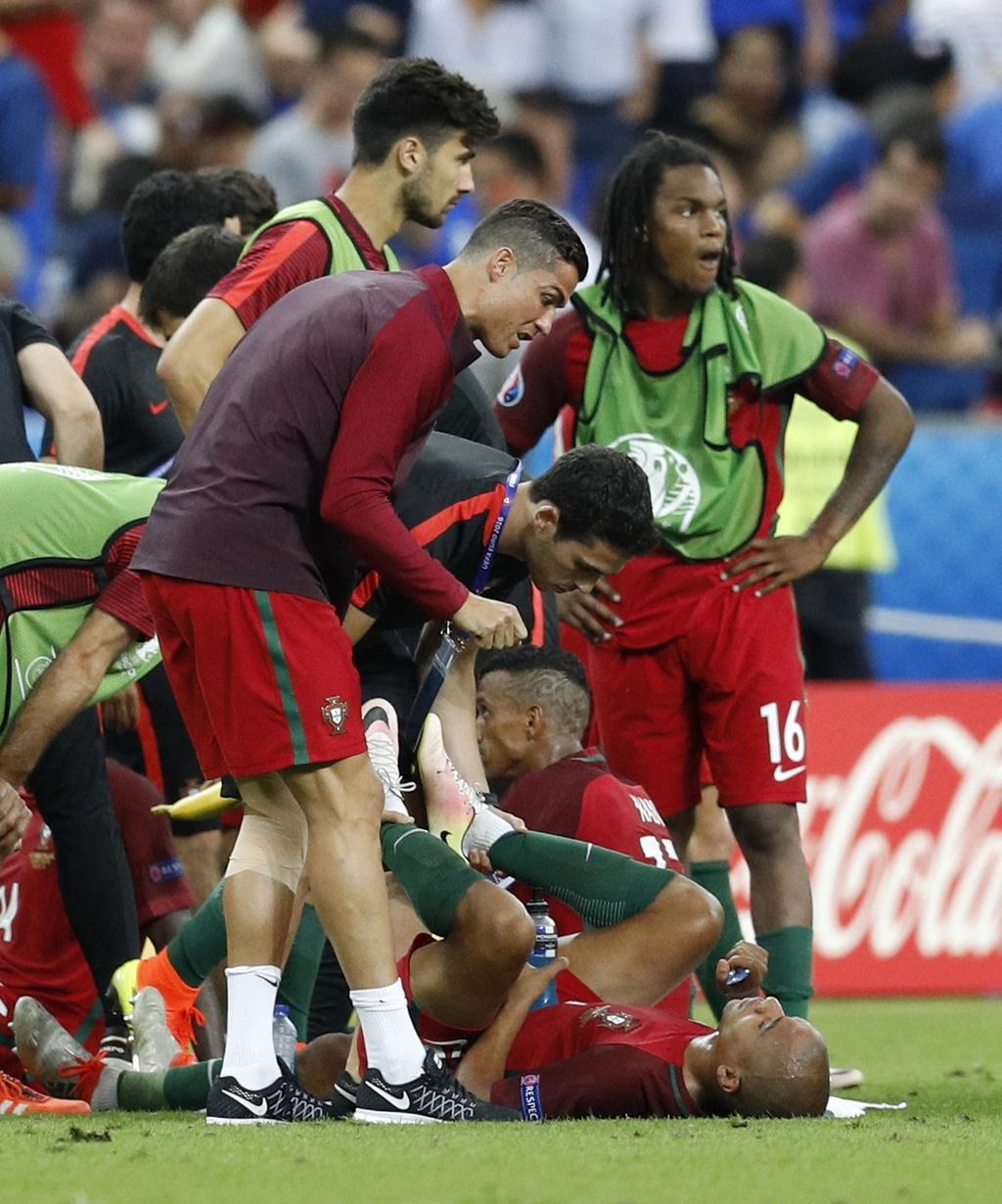 Ronaldo hon dau Nani, ho het chi dao va tiep lua dong doi hinh anh 5