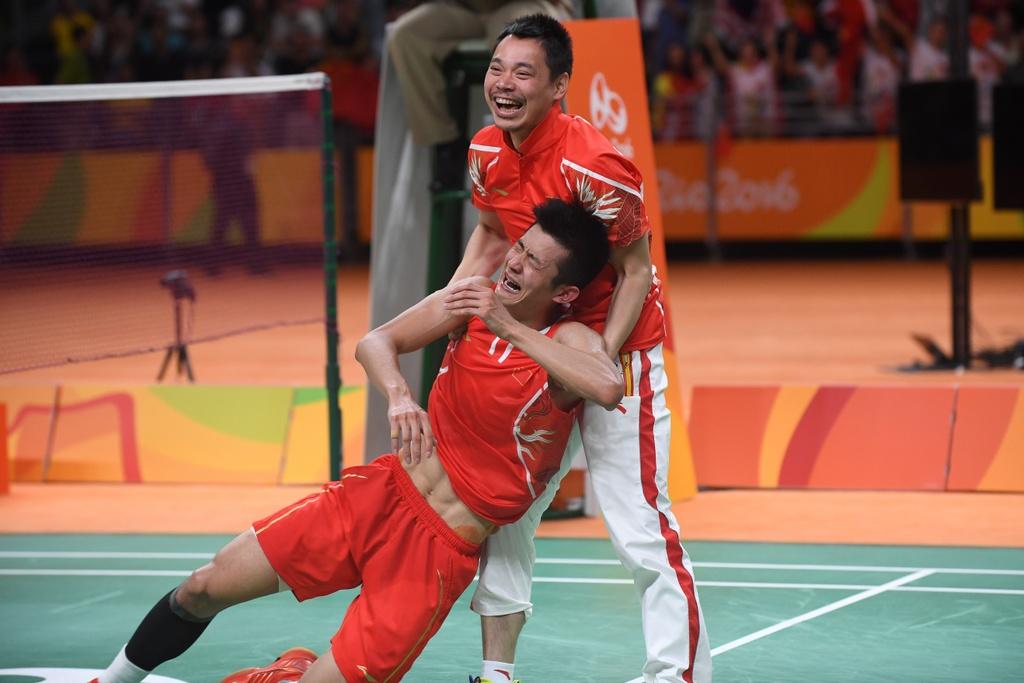 Chen Long khoc nuc no, nem vot tang CDV Trung Quoc hinh anh 6