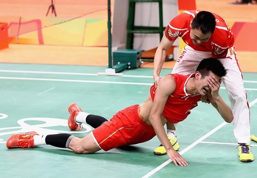Chen Long khoc nuc no, nem vot tang CDV Trung Quoc hinh anh 5