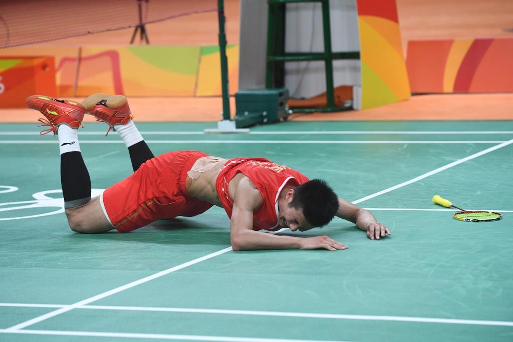 Chen Long khoc nuc no, nem vot tang CDV Trung Quoc hinh anh 4