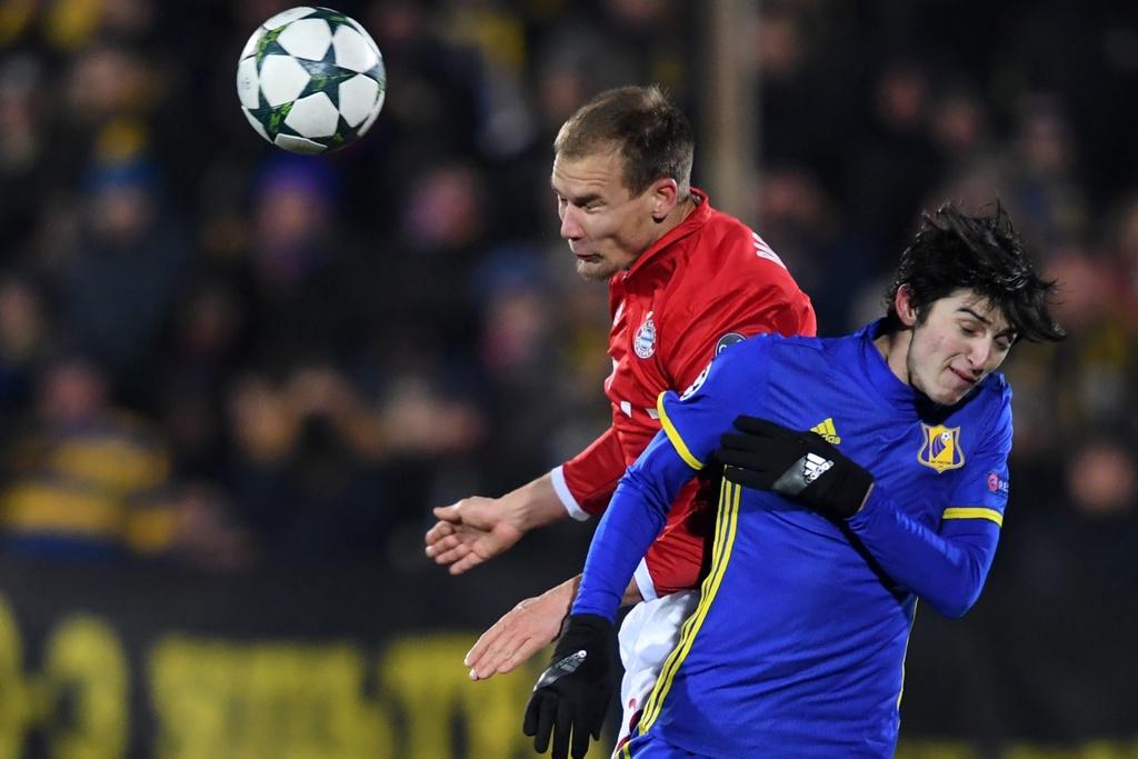 Guc nga truoc doi bong yeu, Bayern chap nhan ngoi nhi bang hinh anh 3