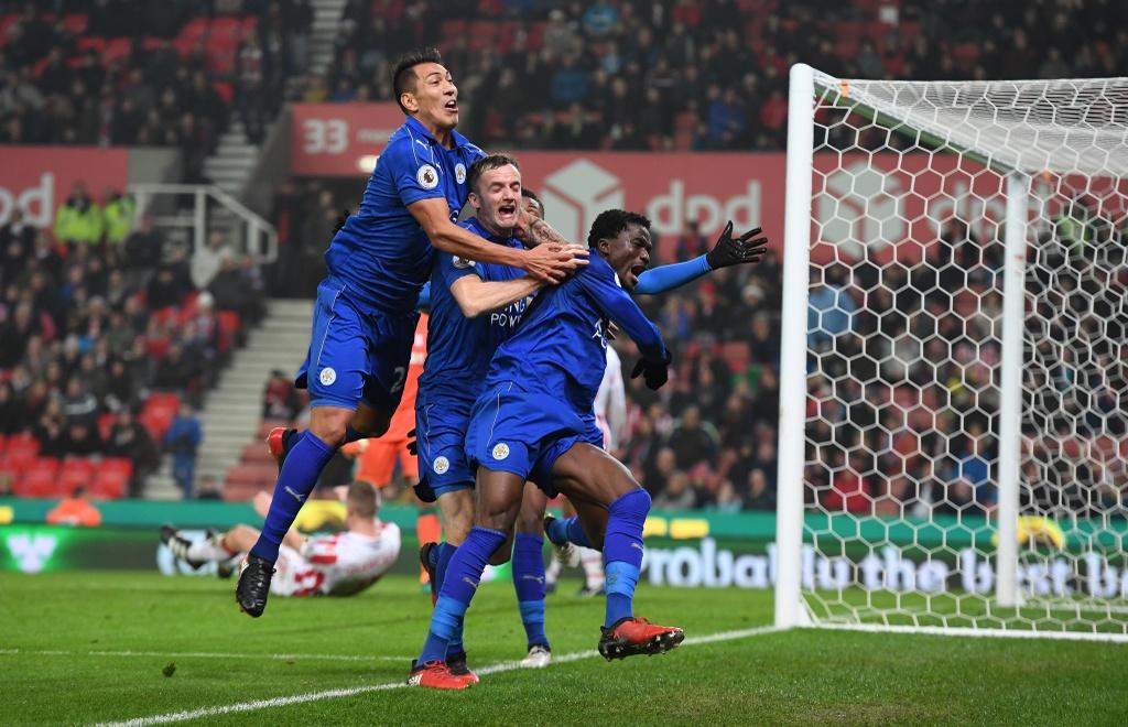 Leicester hoa kich tinh du bi dan 2-0 va da thieu nguoi hinh anh 14