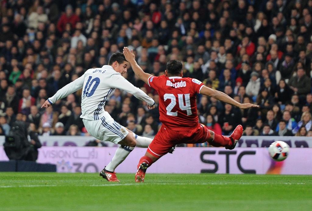 Vang Ronaldo, Real bay tren doi canh cua James hinh anh 2