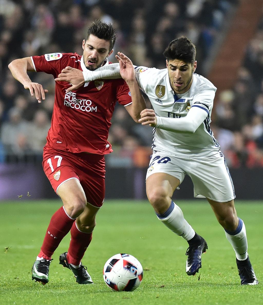 Vang Ronaldo, Real bay tren doi canh cua James hinh anh 1