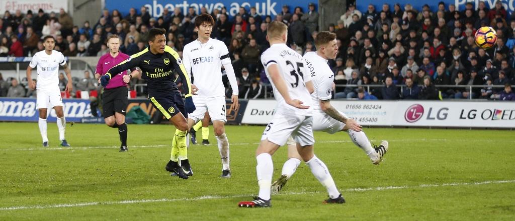 Arsenal thang dam, Iwobi khien doi thu phan luoi 2 lan hinh anh 6