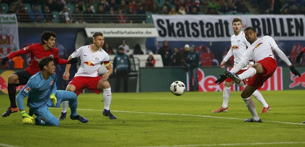 Tran RB Leipzig vs Frankfurt anh 5