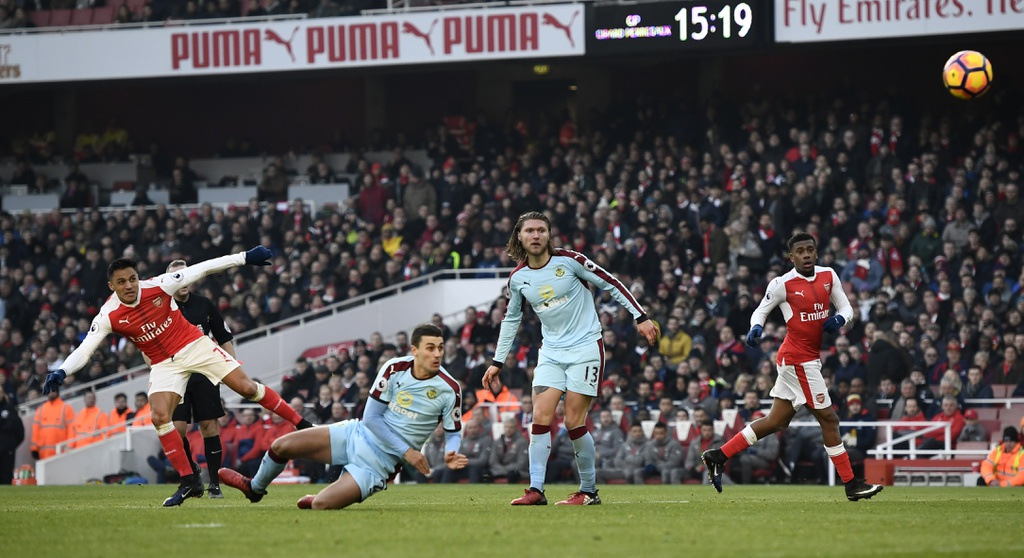 Arsenal thang nghet tho trong tran cau kich tinh hinh anh 4