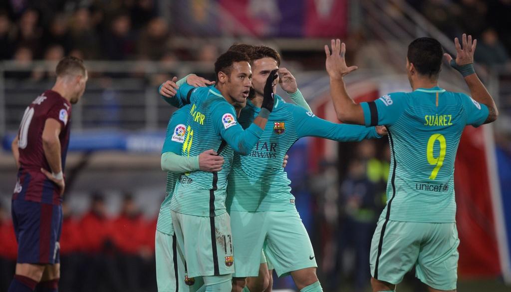 Tran Eibar vs Barcelona anh 9