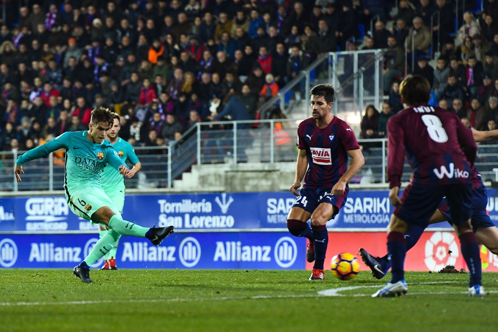 Tran Eibar vs Barcelona anh 3