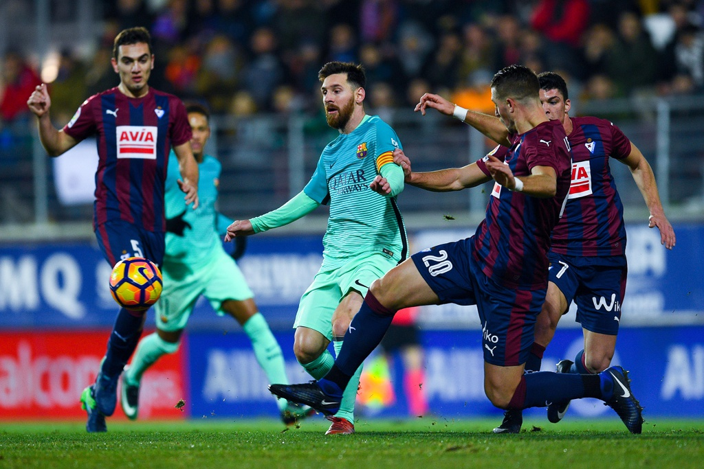 Tran Eibar vs Barcelona anh 2