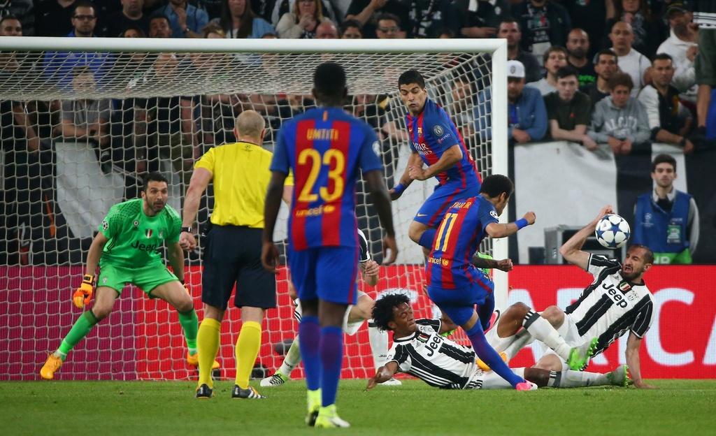 Tran Juventus vs Barcelona anh 13