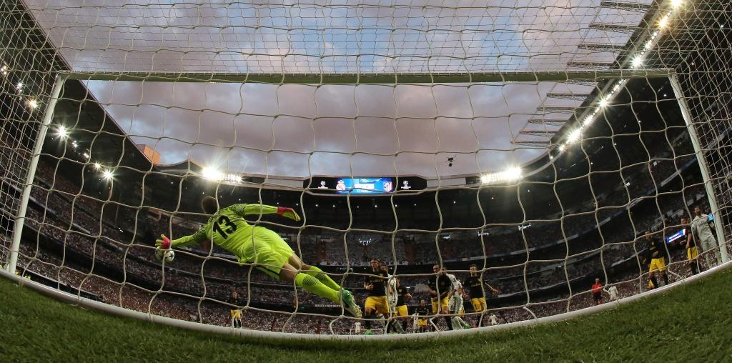 Ba nhat kiem cua Ronaldo giup Real ket lieu Atletico hinh anh 5