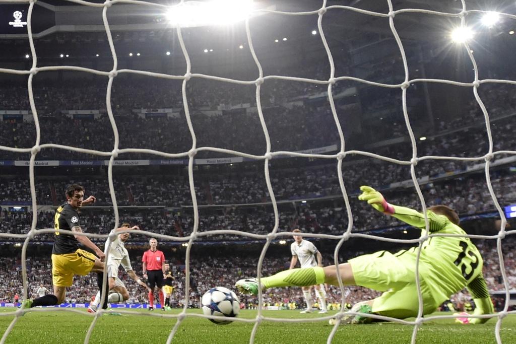 Ba nhat kiem cua Ronaldo giup Real ket lieu Atletico hinh anh 16