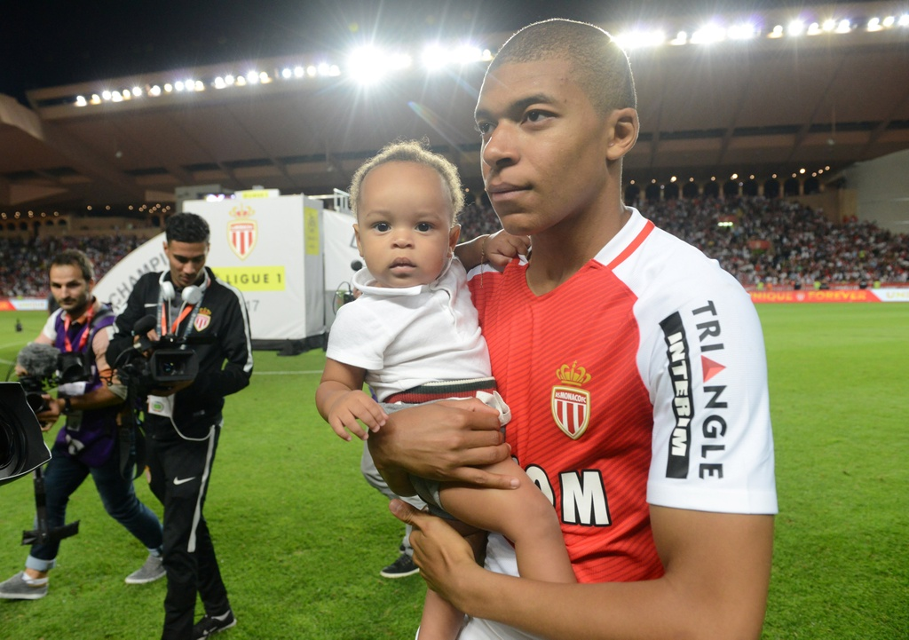 Falcao nang cup, Monaco vo dich Ligue 1 sau 17 nam cho doi hinh anh 7