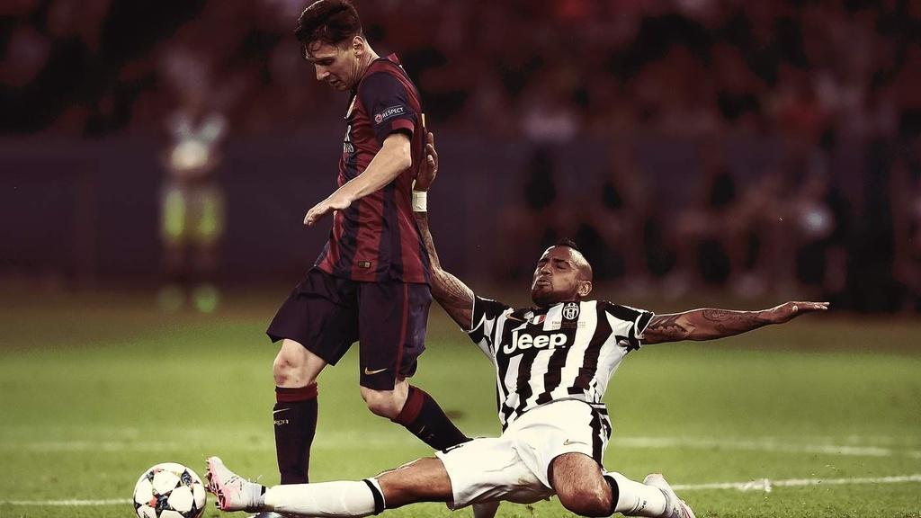Khong the lay Ronaldo - Messi lam tieu chuan moi cho su vi dai? hinh anh 1