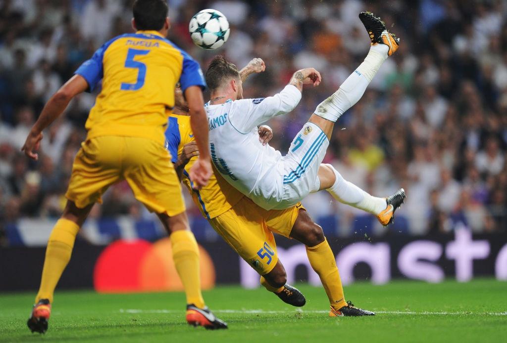 Messi vang mat, Fellaini lot vao doi hinh tieu bieu Champions League hinh anh 5