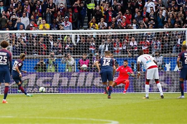 Neymar ghi 2 ban va kien tao cho Cavani lap cong, PSG dai thang 6-2 hinh anh 7