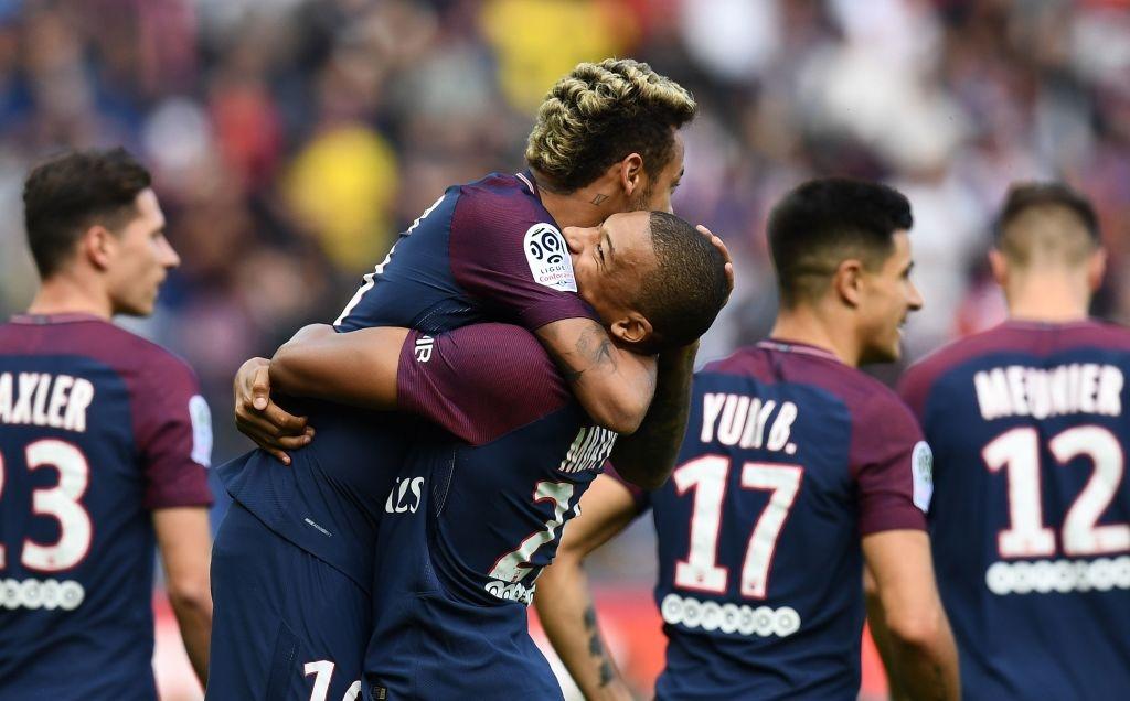 Neymar ghi 2 ban va kien tao cho Cavani lap cong, PSG dai thang 6-2 hinh anh 16