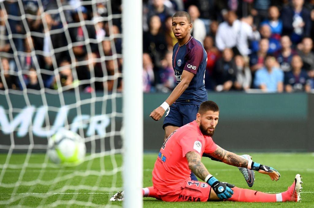 Neymar ghi 2 ban va kien tao cho Cavani lap cong, PSG dai thang 6-2 hinh anh 12