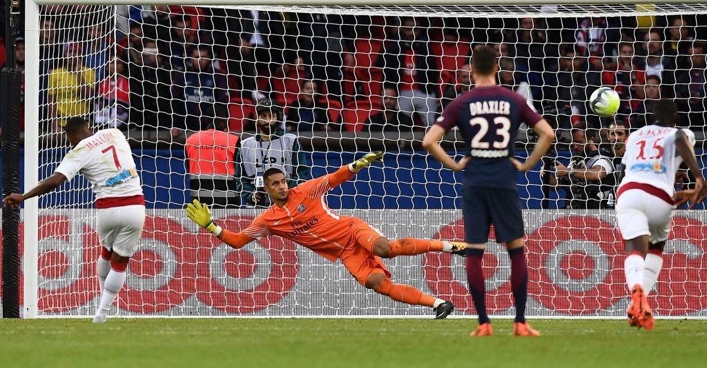 Neymar ghi 2 ban va kien tao cho Cavani lap cong, PSG dai thang 6-2 hinh anh 14
