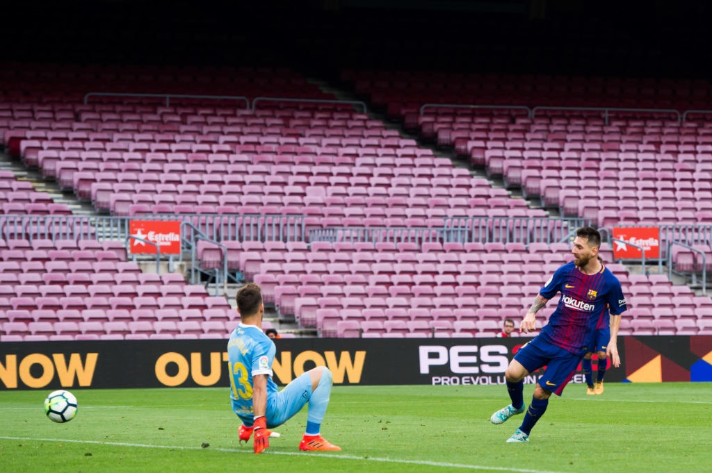 Messi dat thanh tich tot nhat lich su trong ngay buon cua Barca hinh anh 8