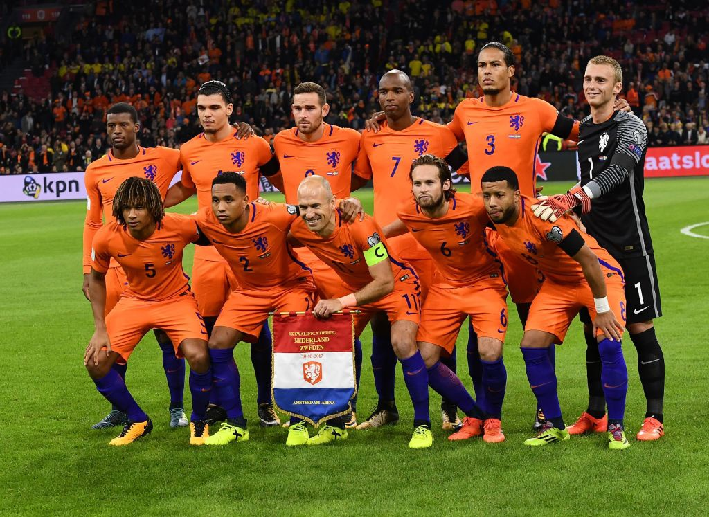 Robben va dong doi chinh thuc o nha xem World Cup hinh anh 2