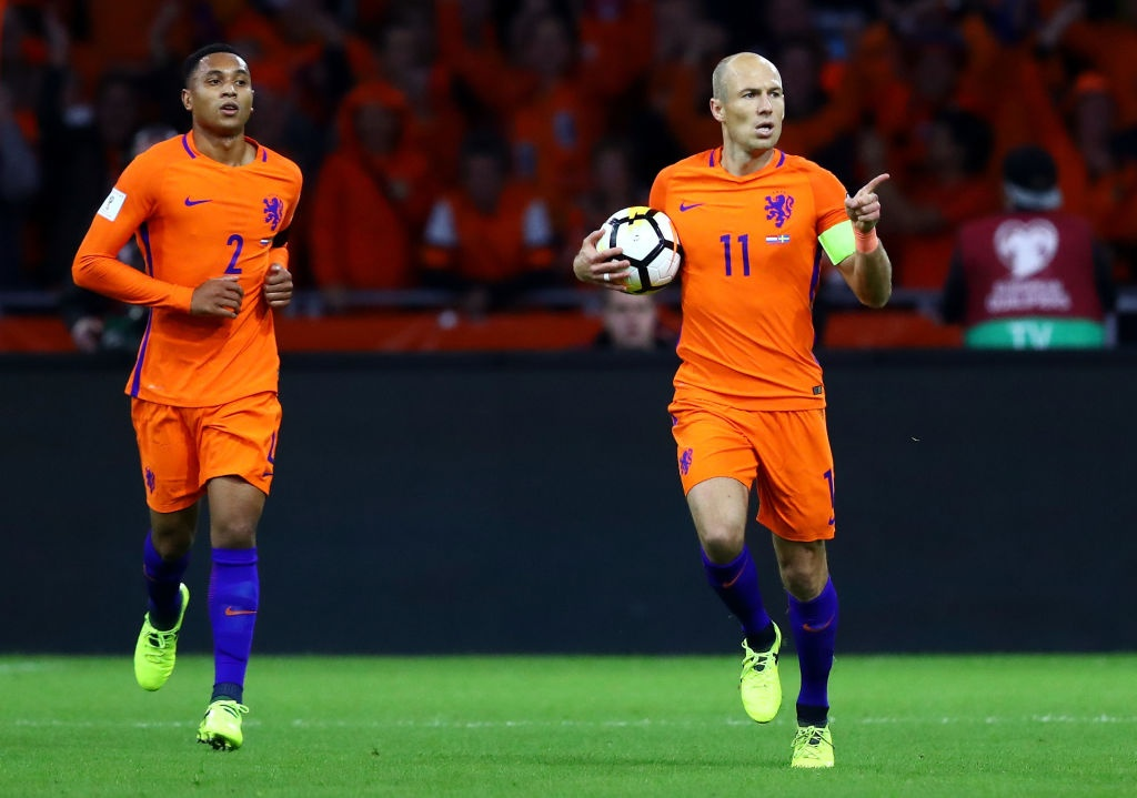 Robben va dong doi chinh thuc o nha xem World Cup hinh anh 4
