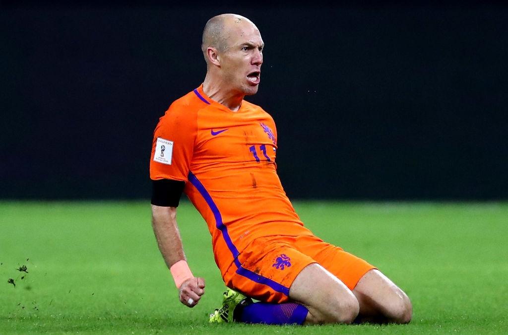 Robben va dong doi chinh thuc o nha xem World Cup hinh anh 5