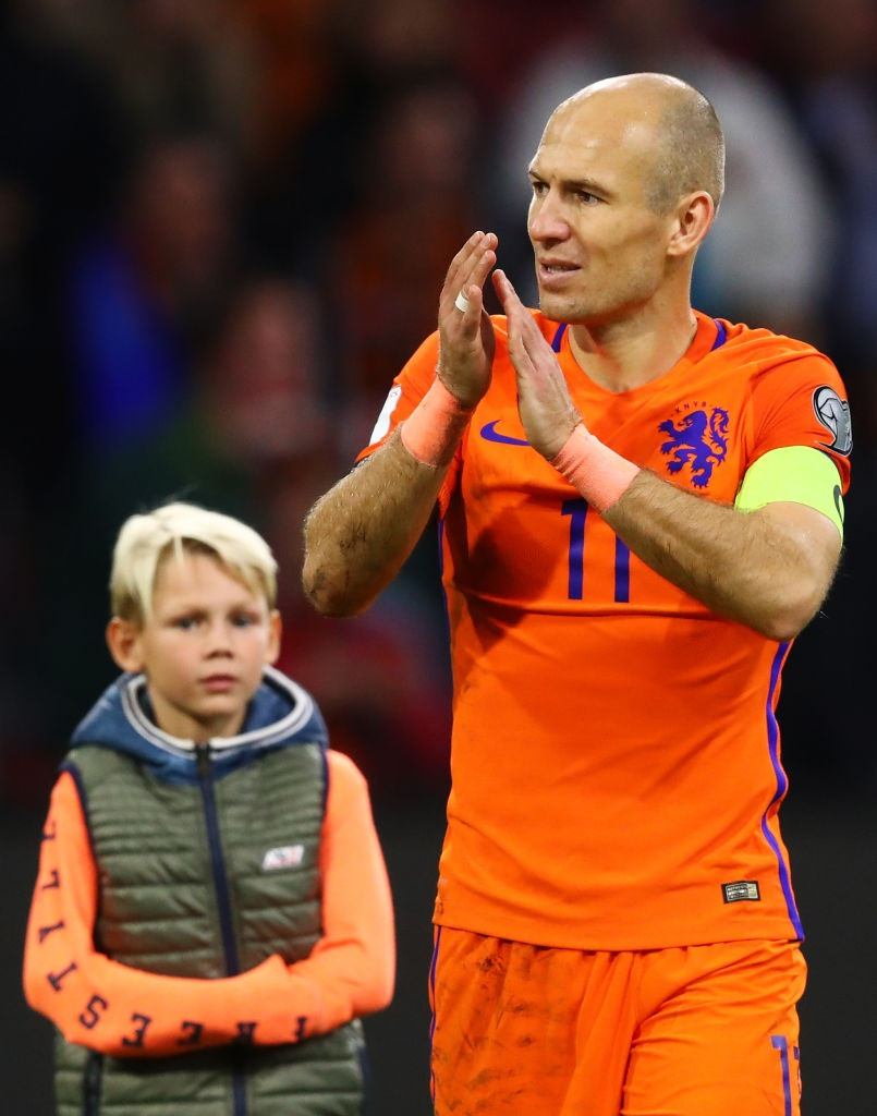 Robben va dong doi chinh thuc o nha xem World Cup hinh anh 9
