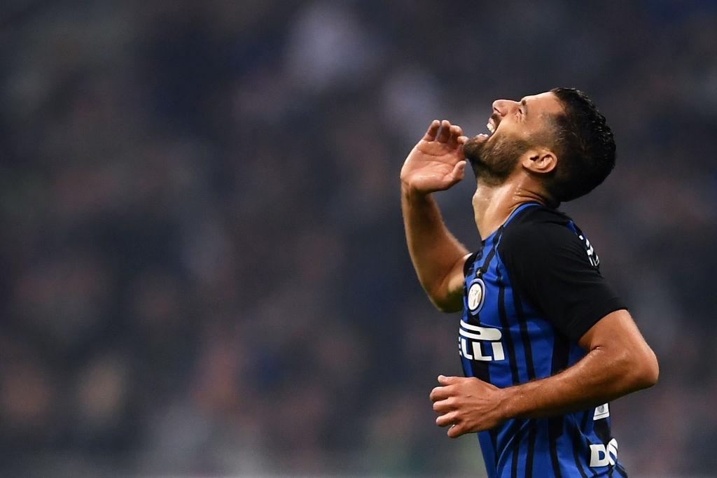 'Dan em' Messi lap hat-trick giup Inter thang derby Milan hinh anh 3