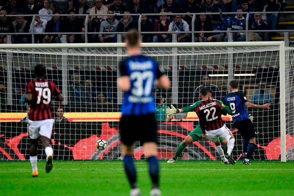 'Dan em' Messi lap hat-trick giup Inter thang derby Milan hinh anh 4