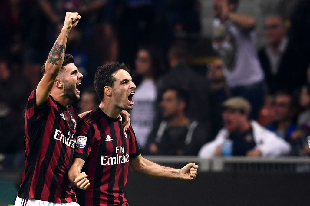 'Dan em' Messi lap hat-trick giup Inter thang derby Milan hinh anh 9