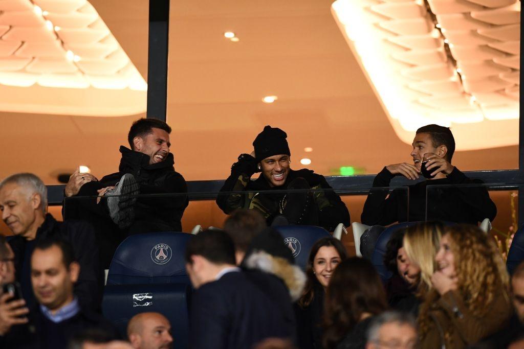 Neymar bi treo gio, Cavani ghi 2 ban giup PSG thang Nice hinh anh 1