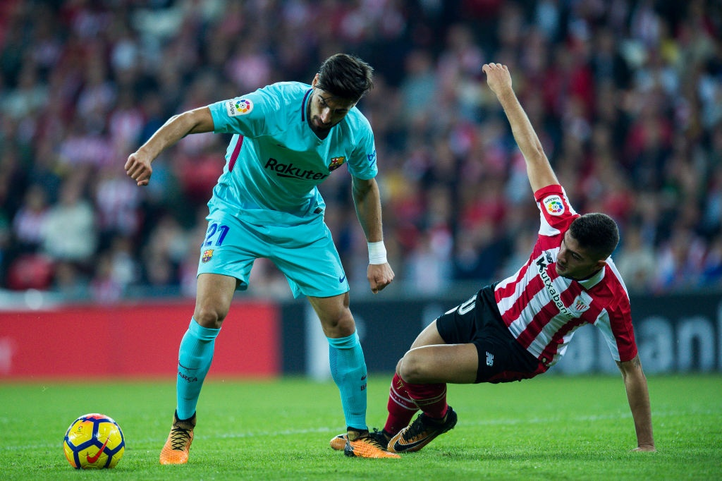 Paulinho va Messi ghi ban, Barca lap cach biet 8 diem voi Real hinh anh 2