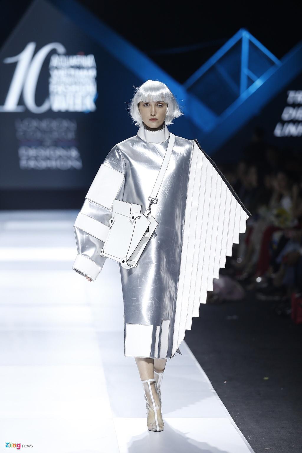 Aquafina Vietnam International Fashion Week 2019 anh 33