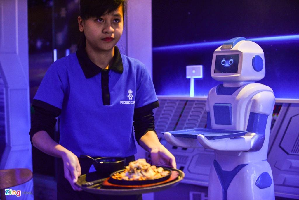 Robot 200 trieu dong thay nhan vien phuc vu o quan ca phe Ha Noi hinh anh 9