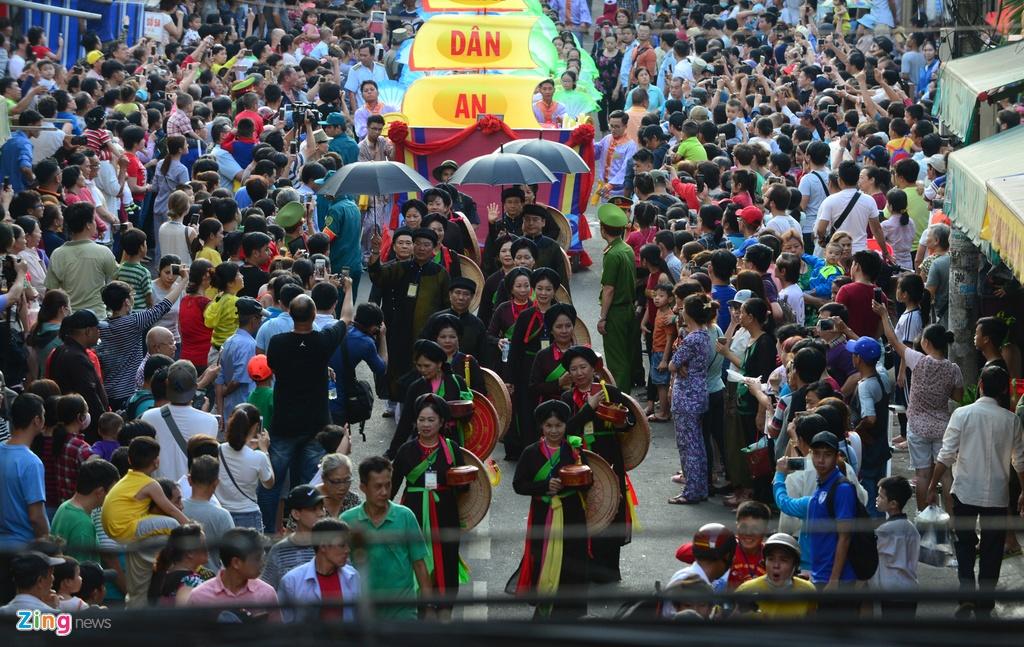 Hoi Tet Nguyen tieu ram ro tren duong pho Sai Gon hinh anh 11