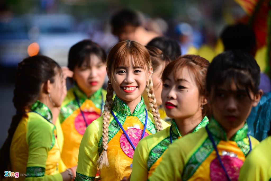 Hoi Tet Nguyen tieu ram ro tren duong pho Sai Gon hinh anh 8
