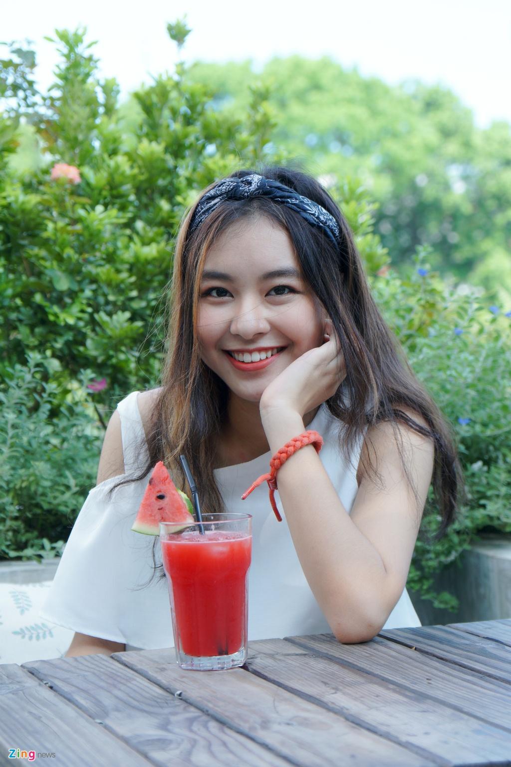 9X xinh dep dong MV cung My Tam, gioi 2 ngoai ngu, rat thich choi game hinh anh 7